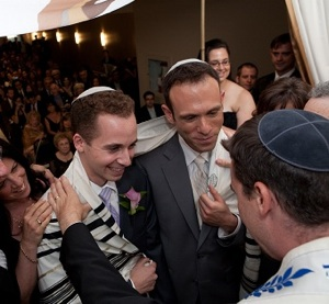 Gay romance, engagements, weddings: traditions are still up in the air